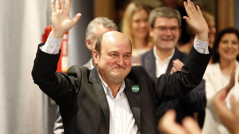 Andoni Ortuzar, presidente del PNV, celebra los resultados de su partido el 26-M en Bilbao. (EFE)