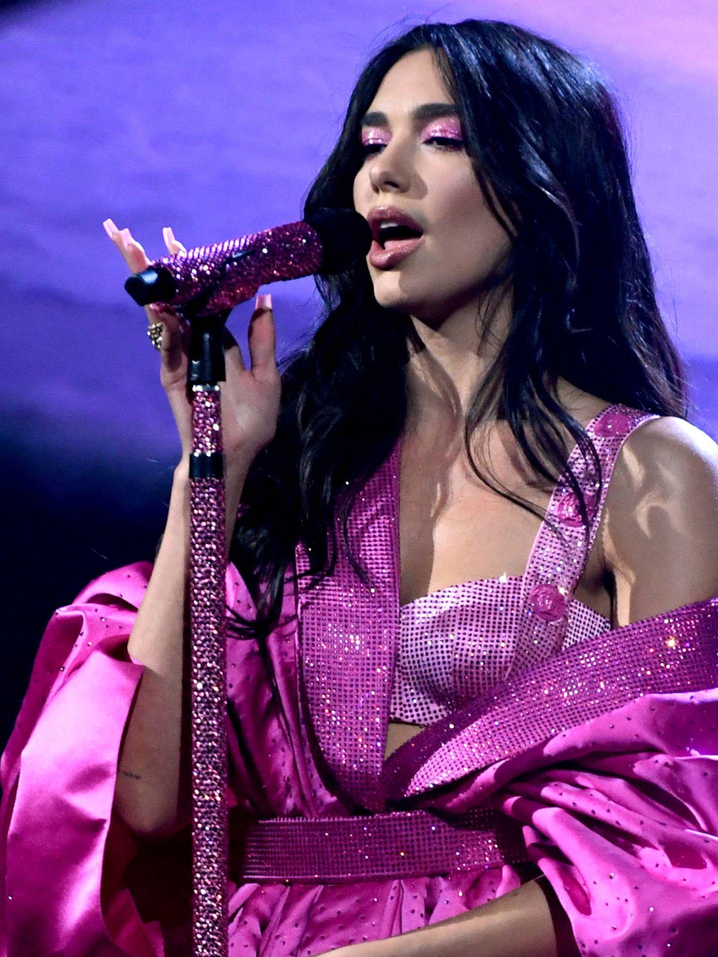 Dua Lipa, en los Grammy con su segundo look. (Getty)