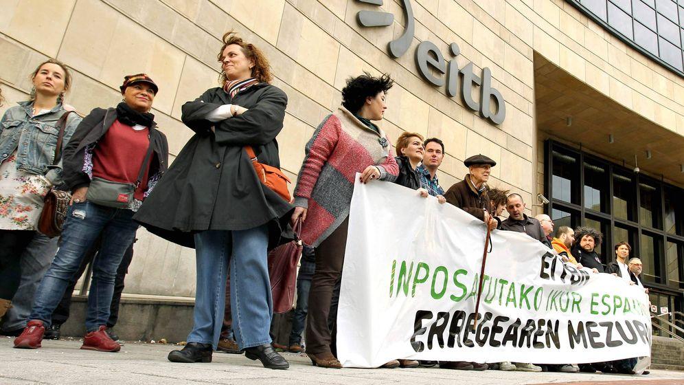 Foto: Fotografía de archivo de una concentración ante la sede de EiTB. (EFE)