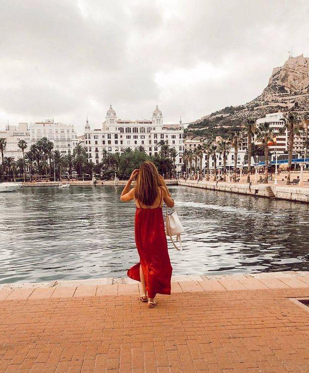 Foto: Lidia Bedman, durante sus vacaciones en Alicante. (@lidiabedman)