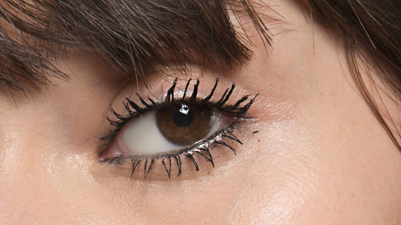 El contorno de los ojos es uno de los primeros lugares en los que aparecen los signos de la edad. (Imaxtree)