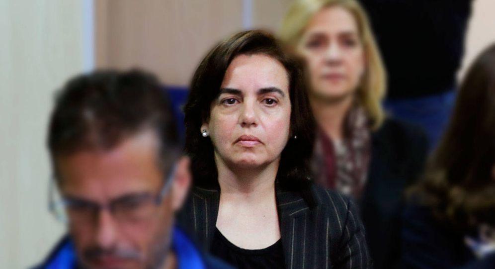 Foto: Anna Tejeiro, junto con la infanta Cristina, en el banquillo por el caso Noos. (Gtres)