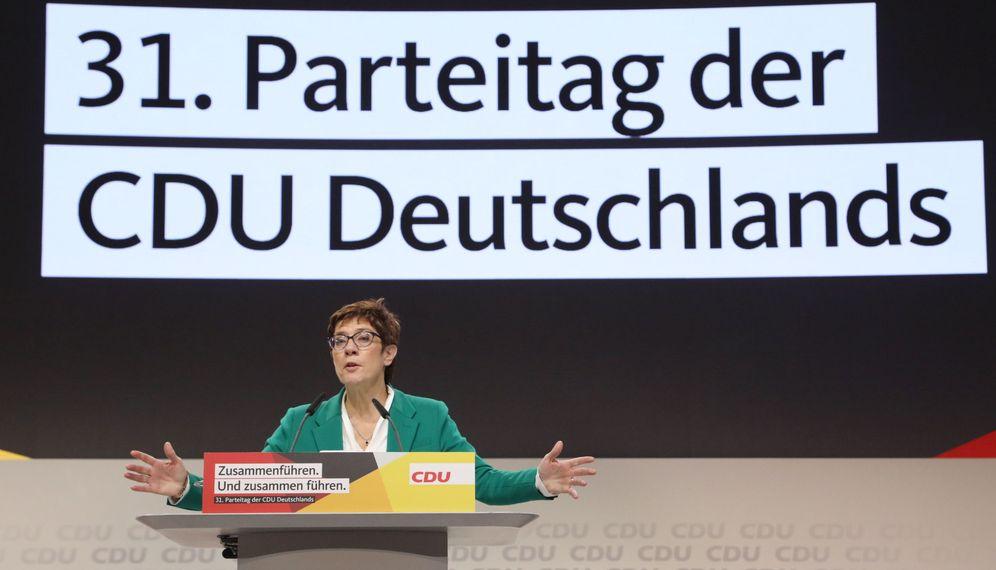 Foto: Annegret Kramp-Karrenbauer durante el congreso de la CDU en Hamburgo. (EFE)