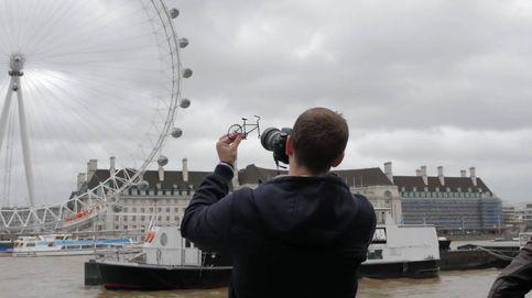 El fotógrafo que reinventa los monumentos del mundo con cartulinas