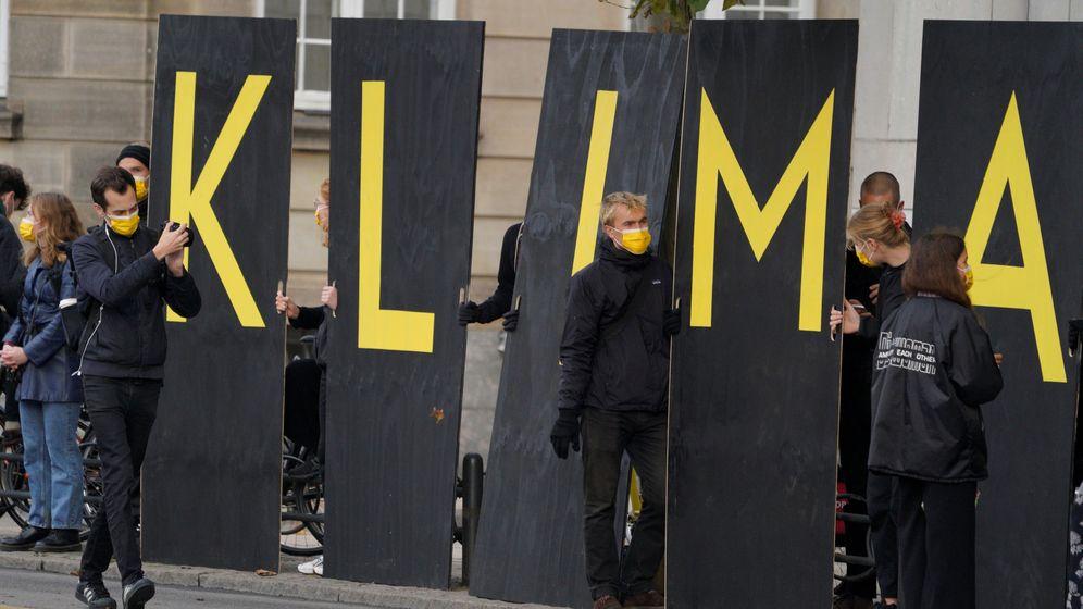 Foto: Activistas contra el cambio climático en una manifestación en Dinamarca el pasado octubre. (Reuters)