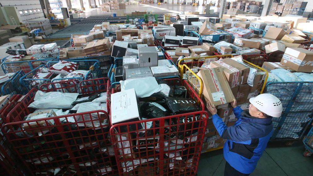 Foto: Un almacén con paquetes postales en Asia. (Reuters)