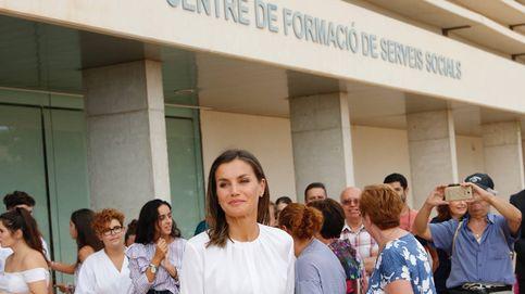 La reina Letizia vuelve a Mallorca: el algo nuevo, algo viejo y algo rojo de su look