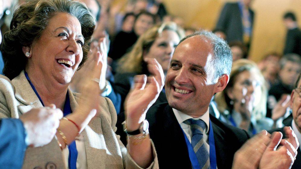 Foto: La exalcaldesa de Valencia, Rita Barberá, junto al que fuera presidente regional del PP, Francisco Camps. (Efe)
