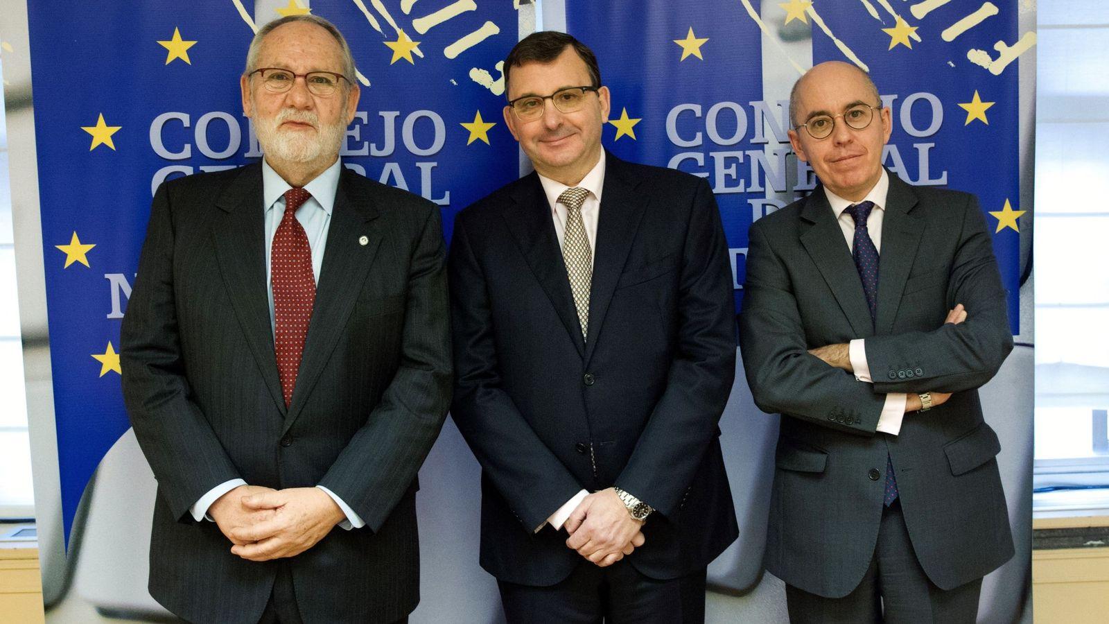 Foto: El presidente del Consejo General del Notariado, José Ángel Martínez Sanchiz (c), en una imagen de archivo. (EFE)