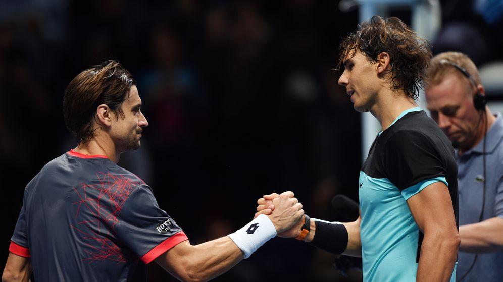 Foto: Nadal recibe la felicitación de Ferrer tras vencerle (Reuters)