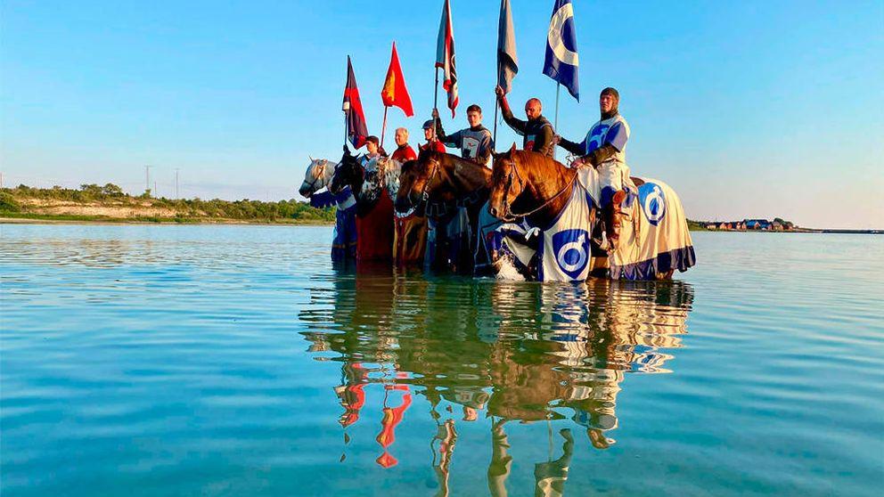 En Suecia luchan contra el coronavirus con caballeros medievales a caballo