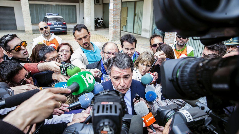 Foto: Ignacio González, tras declarar en el Juzgado número 5 de Estepona el pasado 18 de abril. (EFE)
