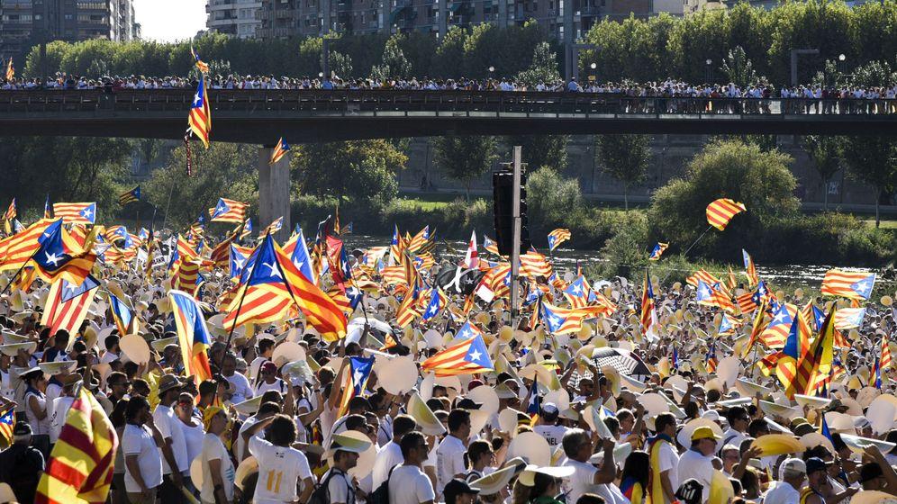 Foto: Manifestación que, bajo el lema 'A punt' (A punto), organizaron las entidades independentistas Asamblea Nacional Catalana (ANC) y Òmnium Cultural. (EFE)