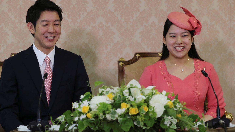 La princesa Ayako, con su prometido. (Reuters)