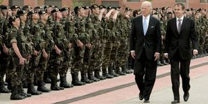 Zapatero y Biden homenajean a los militares que prestan servicio Afganistán