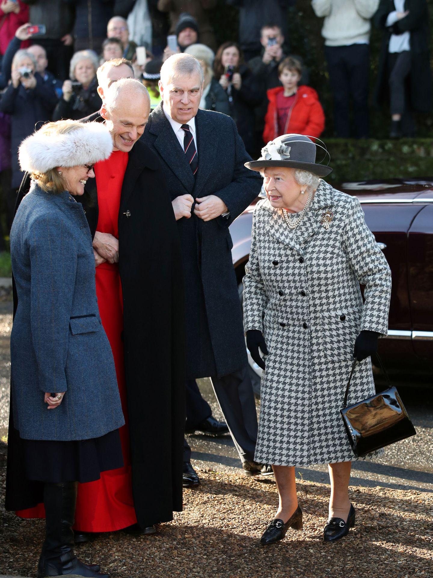 La reina Isabel, en su última aparición en público con Andrés. (Reuters)