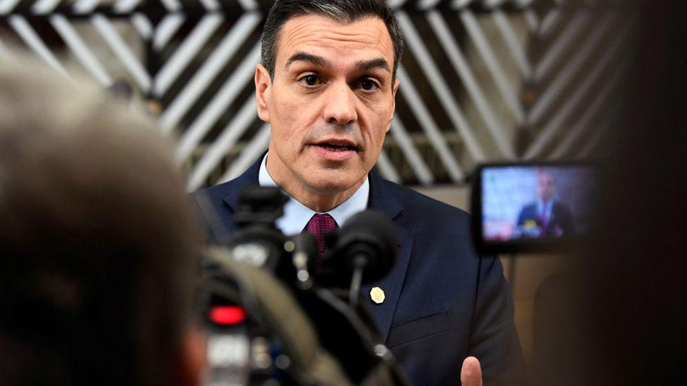 Foto: El presidente del Gobierno en funciones, Pedro Sánchez, atiende a los medios de comunicación antes del último Consejo Europeo del año en Bruselas. (EFE)