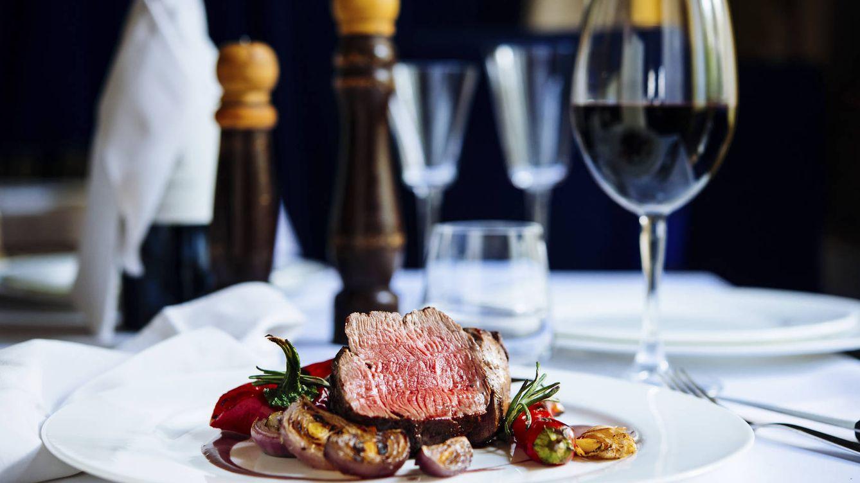 Foto: Deberías ir pensando en cenar más pronto. (iStock)