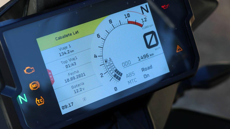 Lectura clara. La pantalla de instrumentación es amplia y ofrece una lectura clara y sencilla, y no se echa en falta ningún elemento.