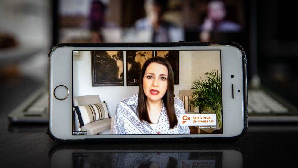 El sofá, el mapamundi… Decora tu casa como Inés Arrimadas (sin arruinarte)