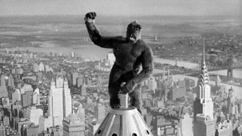 Fotograma con King Kong encaramado al Empire State.