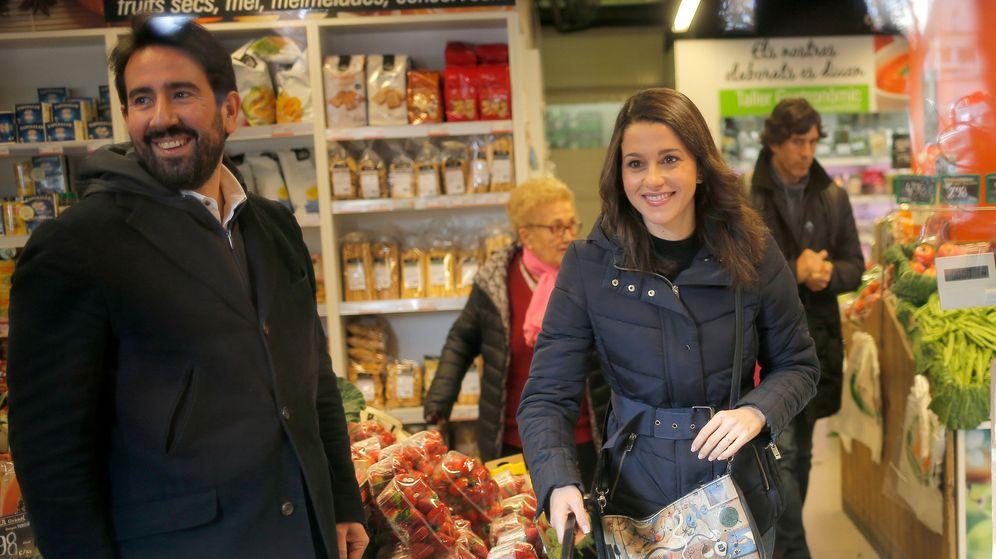 Foto: Inés Arrimadas y Xavier Cima, antes de las elecciones de diciembre de 2017. (Reuters)