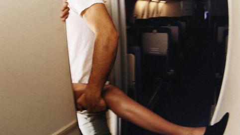 Pillan a dos desconocidos teniendo sexo en un avión. Y luego hubo pelea
