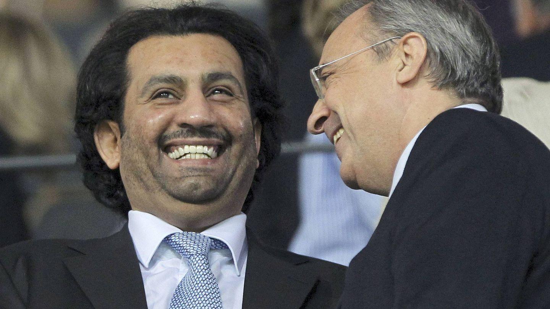 El jeque catarí Abdullah Al Thani (i) conversa con Florentino Pérez, en 2010. (EFE)