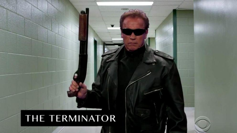 YouTube - Arnold Schwarzenegger parodia sus personajes más míticos en tan solo 6 minutos