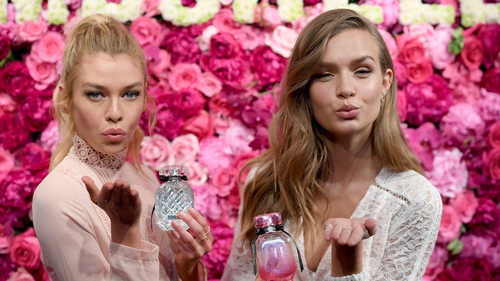Foto: Las modelos Josephine Skriver y Stella Maxwell en la presentación de The Bombshell Fragrance (Getty)