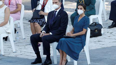 Letizia recurre a uno de sus vestidos fetiche como símbolo de esperanza de la pandemia