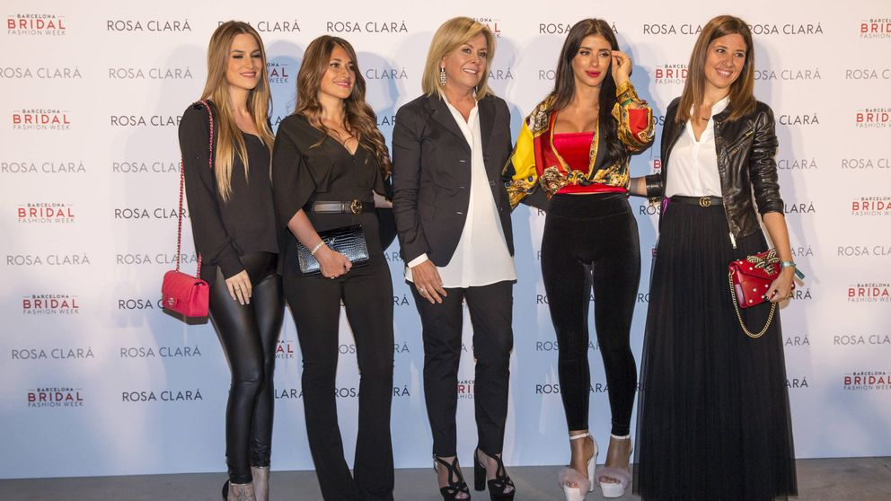 Las mujeres del Barça 'se visten' de novias por Rosa Clará
