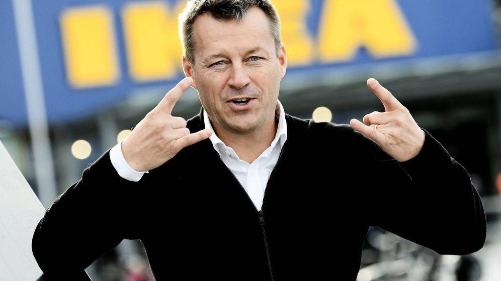Foto: Jesper Brodin posa frente a la una tienda. (EFE)