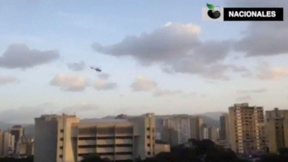 Foto: Captura de pantalla de un video en el que se ve el ataque del helicóptero contra el Tribunal Supremo, el 27 de junio de 2017. (Reuters)