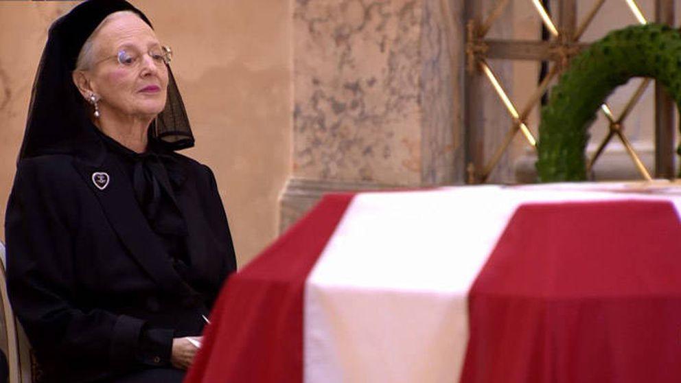 La familia real danesa da su último adiós al príncipe Henrik en un funeral privado