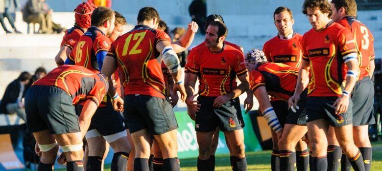 Foto: Los jugadores de la selección española de rugby conversan durante un encuentro. (Foto: www.ferugby.es)