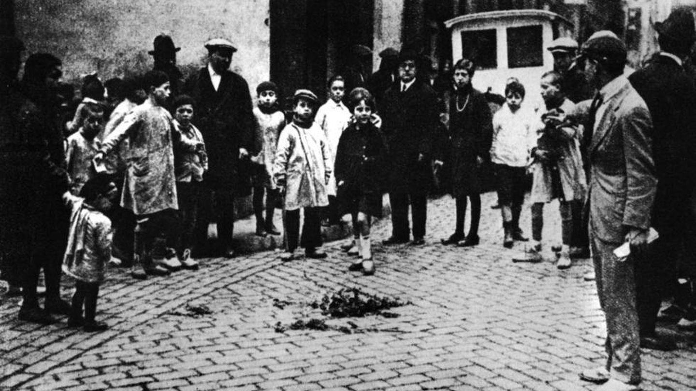 Flores en el lugar donde asesinaron a Salvador Seguí en Barcelona