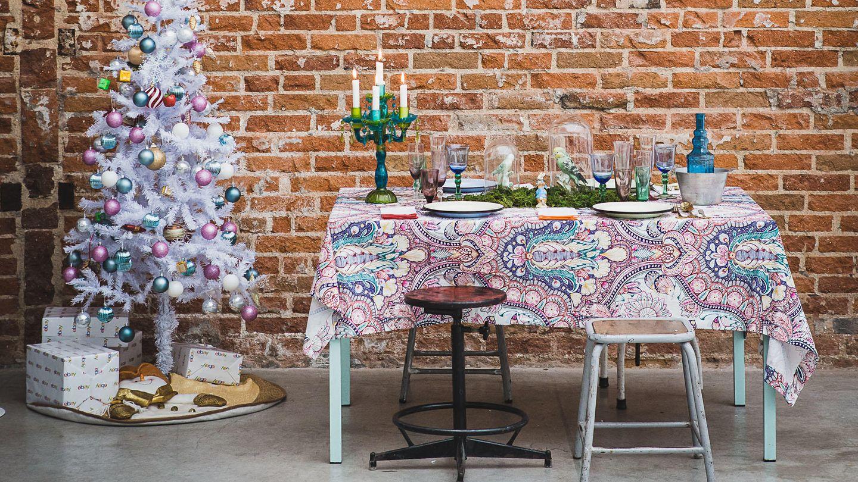 Encuentra en la decoración la diversión, como el interiorista Guille García-Hoz (guillegarciahoz.com), que apuesta por una versión 'kitsch', con vajilla y complementos de eBay (ebay.es)