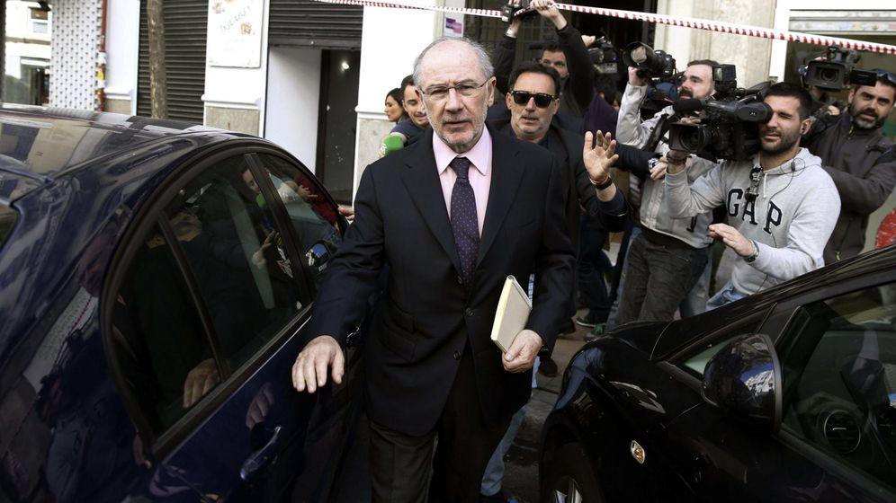 Foto: El exvicepresidente del Gobierno Rodrigo Rato a su salida de su despacho. (EFE)