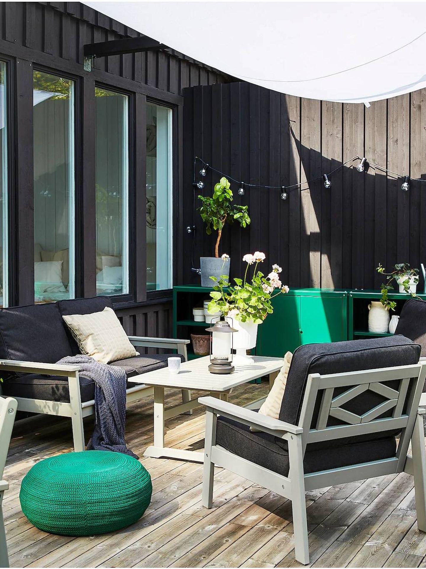 Con este sofá de Ikea puedes disfrutar de tu terraza o jardín. (Cortesía)