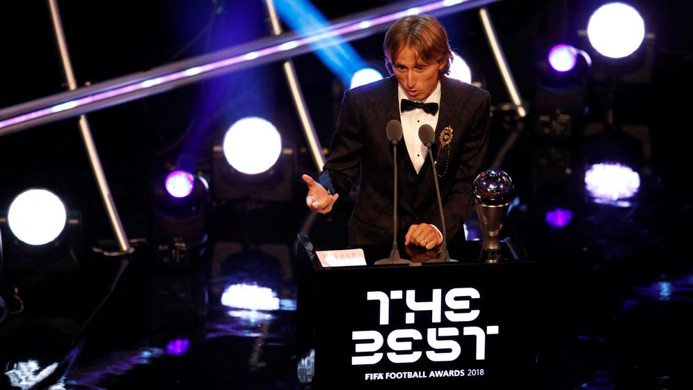 Foto: Modric, con el premio The Best. (EFE)