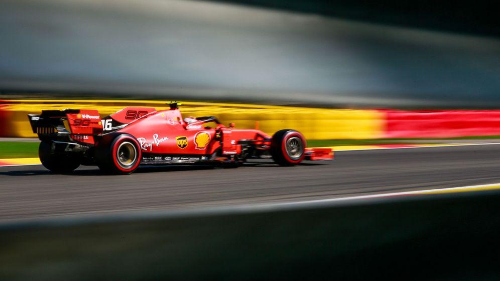 Foto: Los Ferrari vuelan en las zonas rápidas, y sus rivales quieren asegurarse de que su secreto sea legal. (REUTERS)