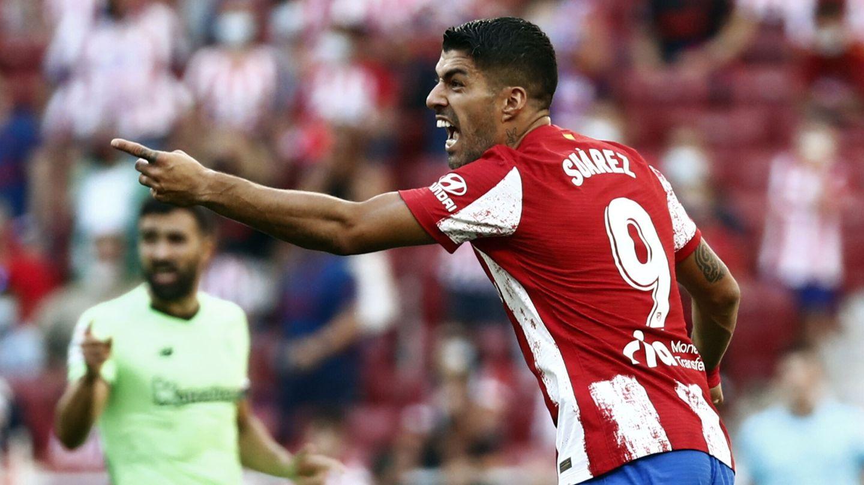 Luis Suárez se queja de una acción. (Reuters)