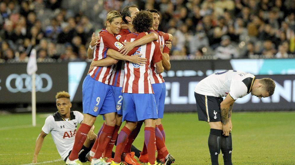 Foto: Los jugadores del Atletico Madrid celebran el gol marcado por Godín (Joe Castro/EFE)