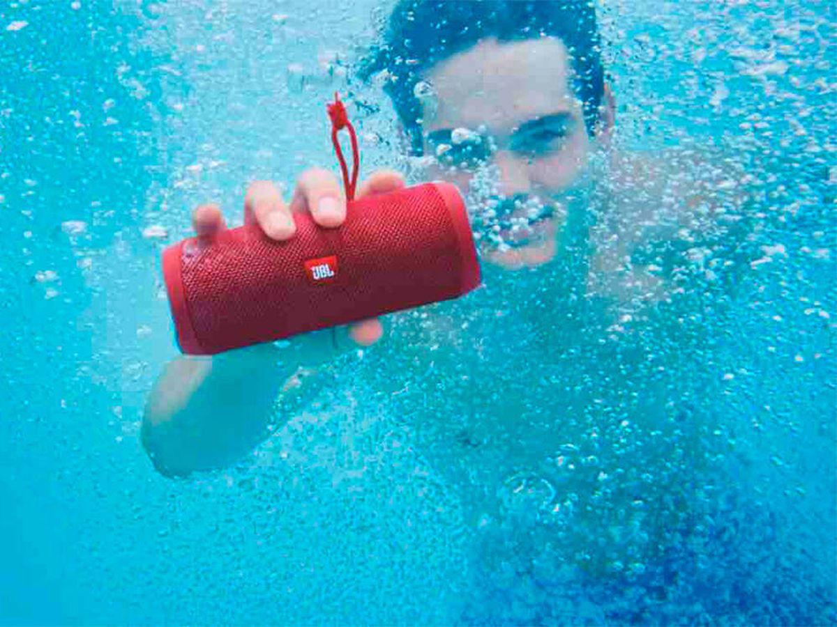 Foto: Los mejores altavoces acuáticos para playa o piscina. (Pixabay)