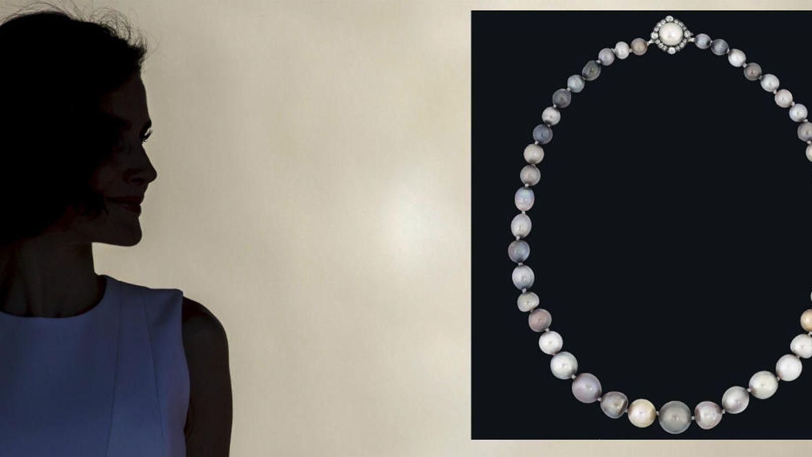 33236492cbd1 Reina Letizia  Sale a subasta un collar de perlas de Isabel II de España.  ¿Veremos a la Reina Letizia con él