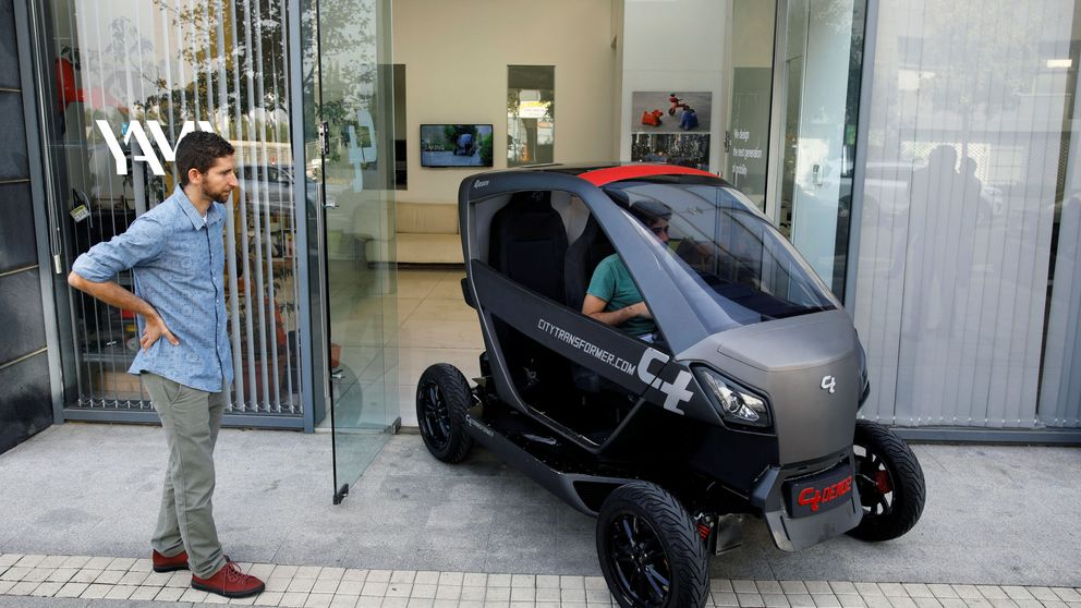El coche eléctrico plegable que promete acabar con tus problemas de aparcamiento