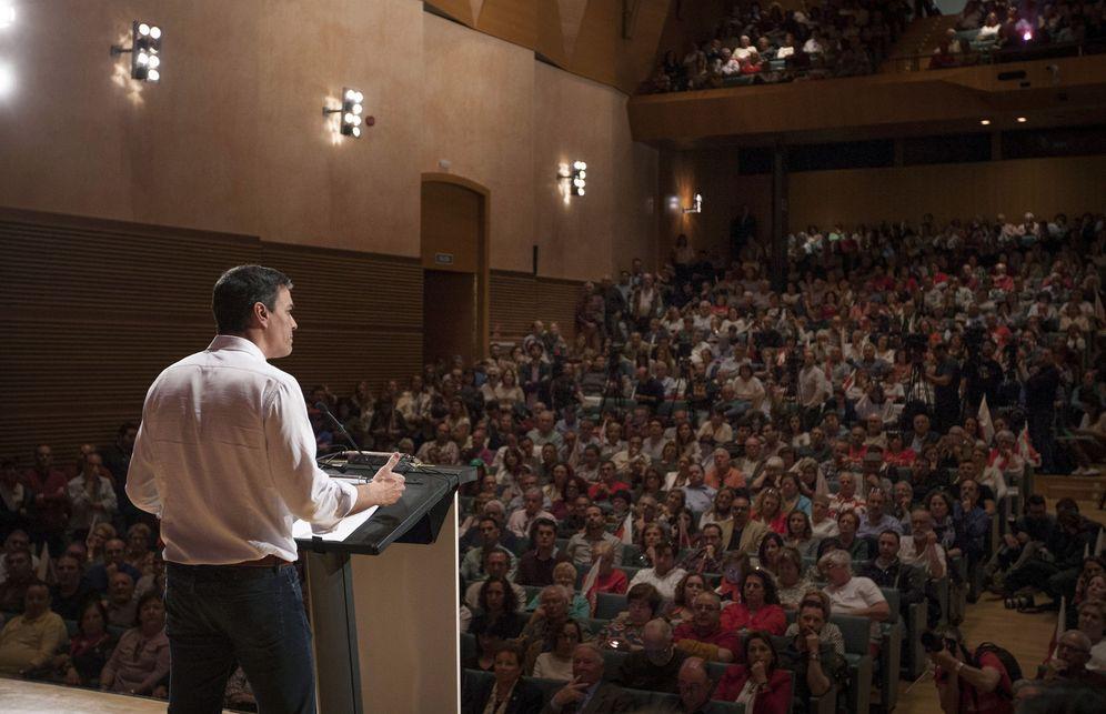 Foto: Pedro Sánchez, este 12 de marzo durante su mitin en el Palacio de Congresos de Cádiz. (EFE)