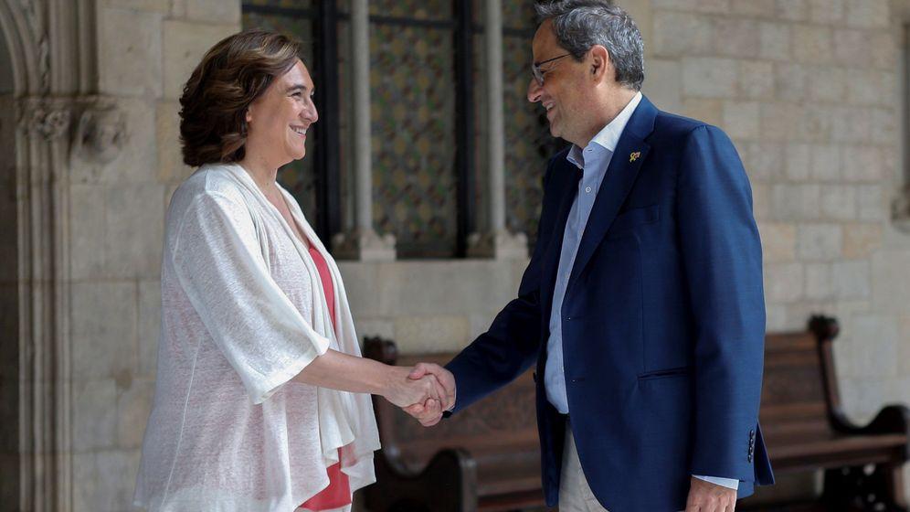 Foto: Saludo entre Ada Colau y Quim Torra. (EFE)