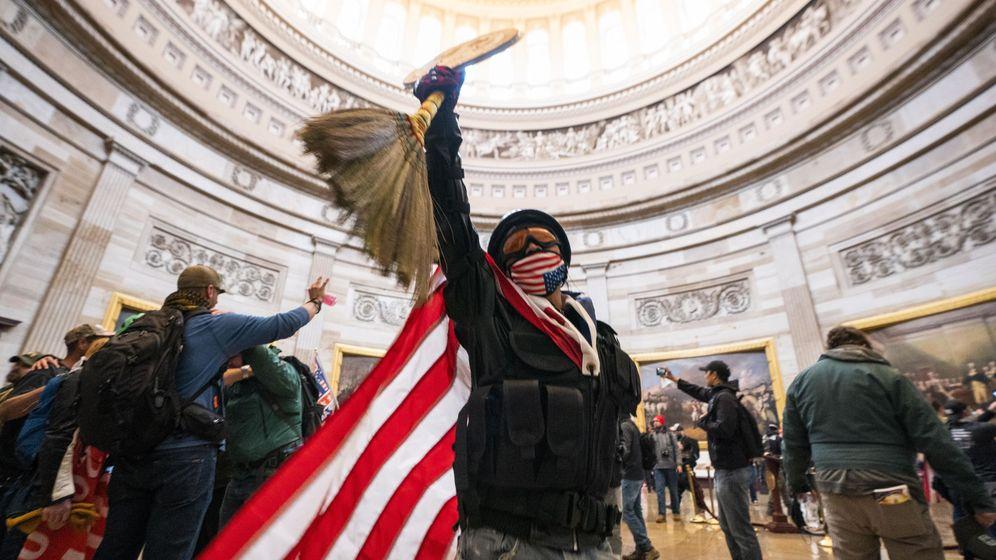 Foto: Seguidores de Trump en el asalto al Capitolio. (Reuters)